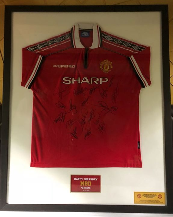 Thanking Harsh Jain from Dream11 for the Manchester United 1998-99 Treble (Champions League, Premier League, FA Cup) Winning Team Signed Jersey!